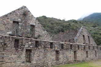Photo: Muro de Kallanca y edificaciones de dos pisos en la Plaza Principal - Choquequirao Cachora - Choquequirao - Playa (24-Ago. al 01-Sep. - 2012) Andaray - Grupo de Excursionismo
