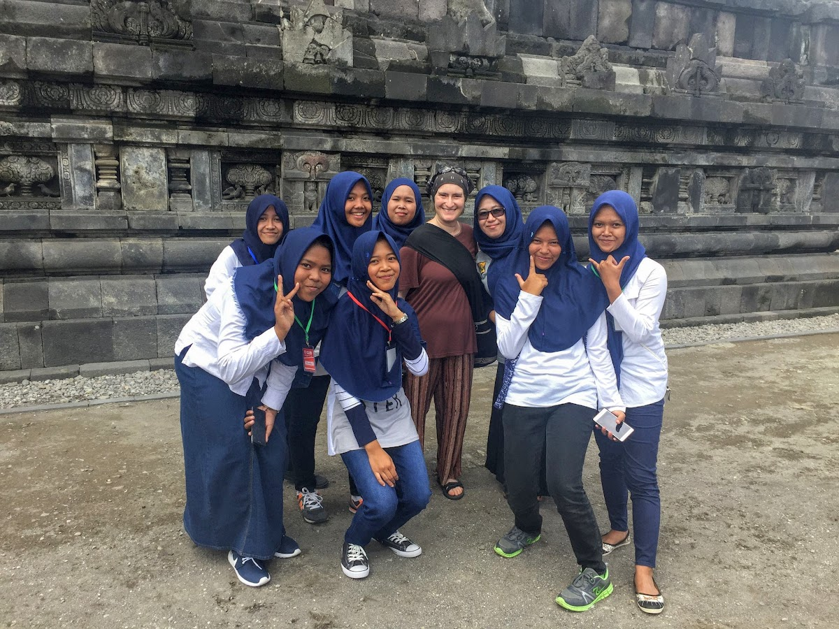 Indonesia. Yogyarkarta Pramantan. Selfie with Indonesian Girls