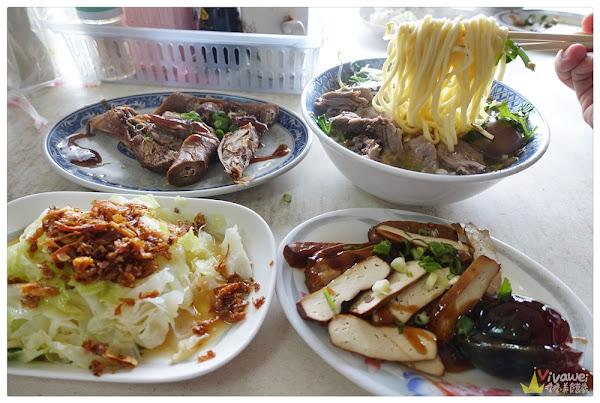 金榜麵館(苗栗三義)-客家口味小吃-招牌的大份量豬頭肉麵(免費停車場)
