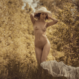 Summer has come. by Dmitry Laudin - Nudes & Boudoir Artistic Nude ( beautiful, grass, hat, nude, girl, sun, summer )