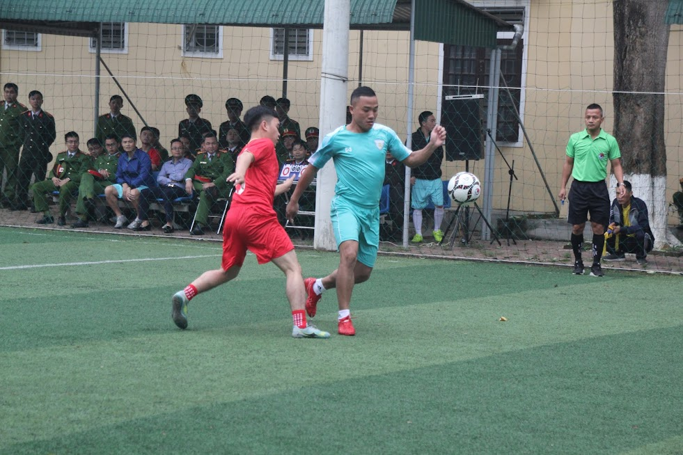 Hình ảnh trận đấu khai mạc giải giữa 2 đội Phòng CSCĐ và Trại Tạm giam Công an tỉnh