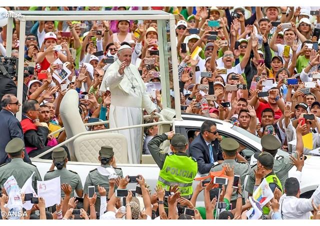 Đức Thánh Cha nói chuyện với các linh mục, tu sĩ, chủng sinh: toàn văn