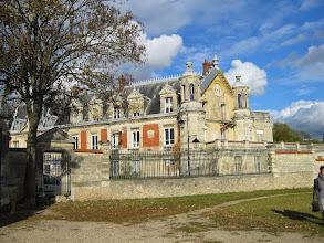 Photo: Château du Prieuré et Musée de la Batellerie vu des Terrasses