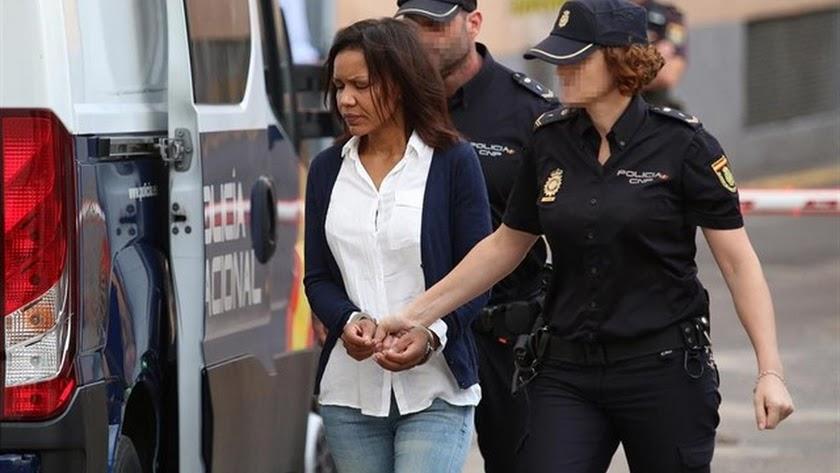 Ana Julia Quezada, llegando a la audiencia para la nueva sesión del juicio por el crimen del niño Gabriel.