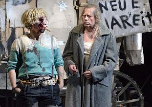 Photo: WIEN/ BURGTHEATER: MUTTER COURAGE UND IHRE KINDER von Berthold Brecht. Inszenierung David Boesch. Premiere 8.11.2013, Foto: Barbara Zeininger