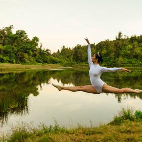 The Ballerina by Alfon Adalah Klepon - Uncategorized All Uncategorized ( outdoor, ranuregulo, lake, ballerina, jump,  )