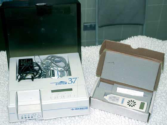 Equipo de monitoreo uterino (pantalla, grabadora, modem) y un doppler manual