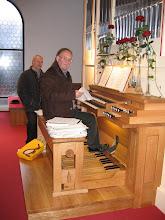 Photo: Organist Tone Potočnik se pripravlja na predstavitveni koncert - Organist Tone Potočnik bei den Vorbereitungen auf das Inaugurationskonzert - Organist Tone Potočnik preparing for the inauguration concert