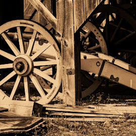 Canon wheel by Paul Drajem - Black & White Objects & Still Life ( wheels, fort george, canada, old, war, antique, canon,  )