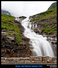 Photo: Glacier National Park: Haystack Falls en el borde de Going to the Sun Road.