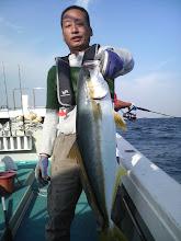 Photo: カメヤマさん! 連発ヒラスです! ものすごく「釣れそうオーラ」を感じました!