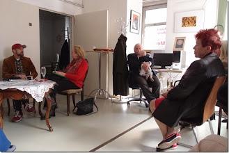 Photo: Künstlergespräch MAX EMANUEL CENCIC mit Dr. Renate Wagner am 19.4. 2015 in der Merker-Online-Galerie. Foto: Herta Haider