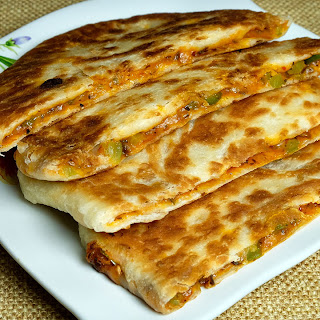 Pizza Paratha – Stuffed vegetable cheese paratha