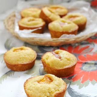 Little Peach Picnic Cakes.