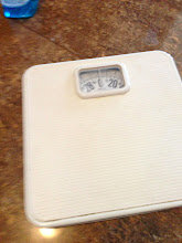Photo: $2, Scale (lbs) for weighing yourself