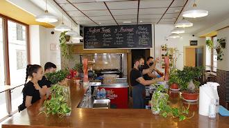 La hosteleria ha incrementado su demanda de trabajadores una vez que han podido reiniciar la actividad.
