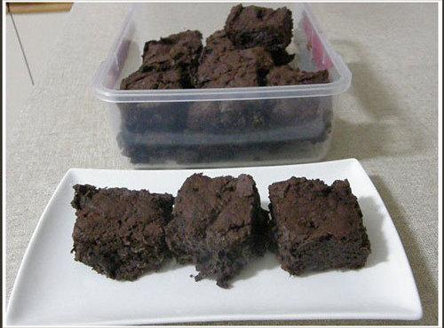Allow the lumpy chocolate ganache to cool and make ever so yummy chocolate brownies....