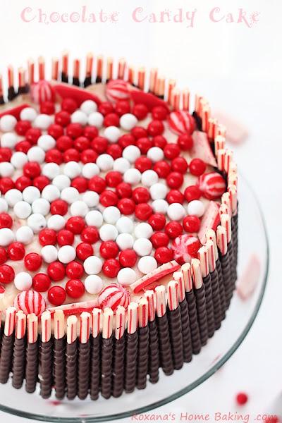 Photo: http://www.roxanashomebaking.com/chocolate-candy-cake-recipe-25recipestoxmas/