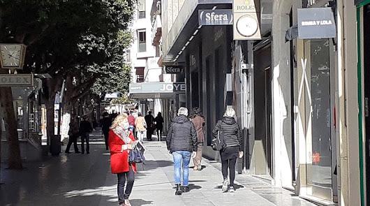 600 positivos y nueve fallecidos: un duro comienzo de semana en Almería