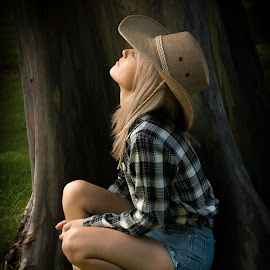 Saturday photoshoot  by Heidi Swart - People Portraits of Women ( hair, boots, tree, hat, girl )