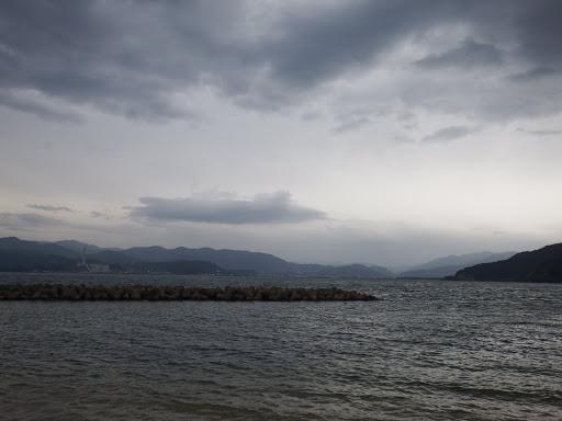 対岸は敦賀港(火力発電所)