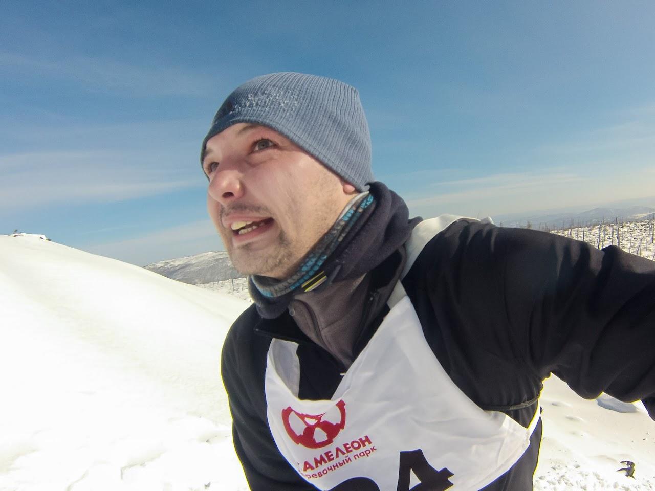 Участник преодолевает последний подъем к вершине - Скоростное восхождение на голец Саранакан 2017