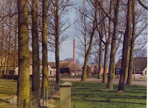 Photo: Fabriekspijp vanaf kerkstraat