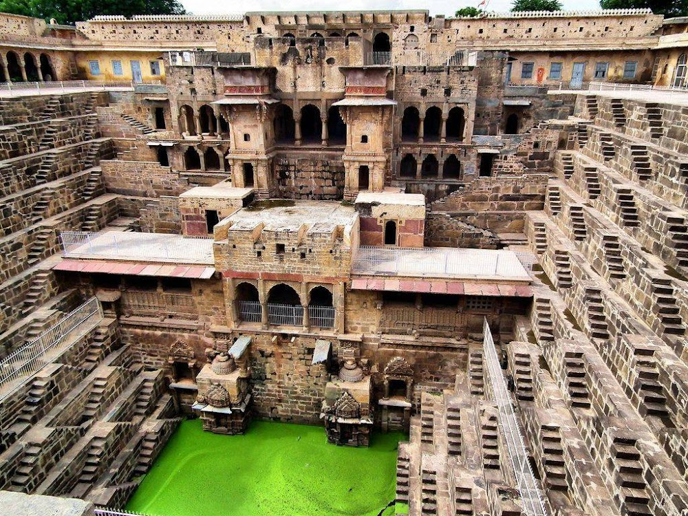 chand bawdi well in rajasthan_image