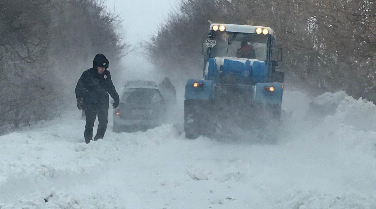 2sZomwRpa31TWpIzFkDN4iWwTmO4m6nGy2HnAbCyevtFjoxu7YkEXs2XwpHvrTKpfhFXwW6hY3a0aAg=w1440-h810-no Жуткая ночь: 100 автомобилей застряли на одесской трассе в снежном плену