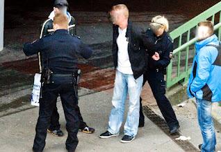 Photo: Polizei Zugriff mit Handschellen