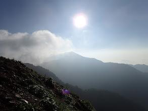 爺ヶ岳方面にガス