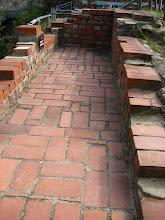 Photo: Zwiedzając ruiny zwracamy również uwagę na późnośredniowieczne ogrzewanie podłogowe.