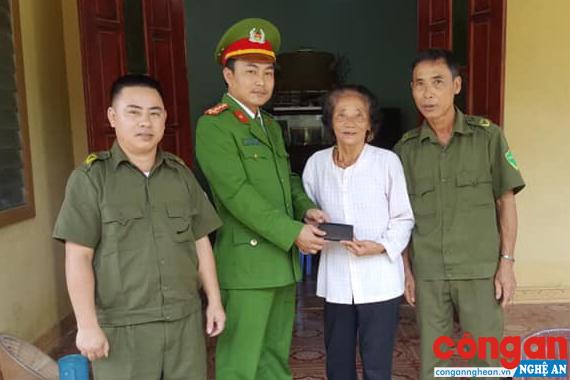 Đại úy Trần Hùng Cường trả lại tài sản cho bà Lý