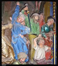 """Photo: Der Altar in der Dorfkirche Rethwisch wurde ca. 1530 geschnitzt.  Täglicher erreichen uns Bilder von den Taten religiöser Fanatiker. Doch wie ist es um das Verhältnis von Religion und Gewalt wirklich bestellt? Damit befasst sich Karen Armstrong in einem voluminösen Buch - und sie kommt zu einem eindeutigen Ergebnis. Fast alle großen Weltreligionen haben eine jeweils eigene Art der """"Goldenen Regel"""" entwickelt, die, einfach gesagt, das Prinzip verfolgt: """"Was du nicht willst, das man dir tu', das füg' auch keinem anderen zu."""" Es waren und sind... Regeln, die Gewalt einhegen. Dagegen wurden die größten Gewaltexzesse der Geschichte in der Regel säkular begründet, und zwar im Sinne von weltlichen, nicht-religiösen Ideologien, zum Beispiel beim Kolonialismus, Nationalismus, Imperialismus, Nationalsozialismus und Stalinismus. Im Gegensatz zu den Religionen habe, so Armstrong, die säkulare Welt bisher global keine vergleichbaren, verbindlichen Regeln der Gewalt-Einhegung wie die """"Goldene Regel"""" entwickelt. Foto Dorfkirche Rethwisch bei Rostock : http://goo.gl/jIwcUq"""