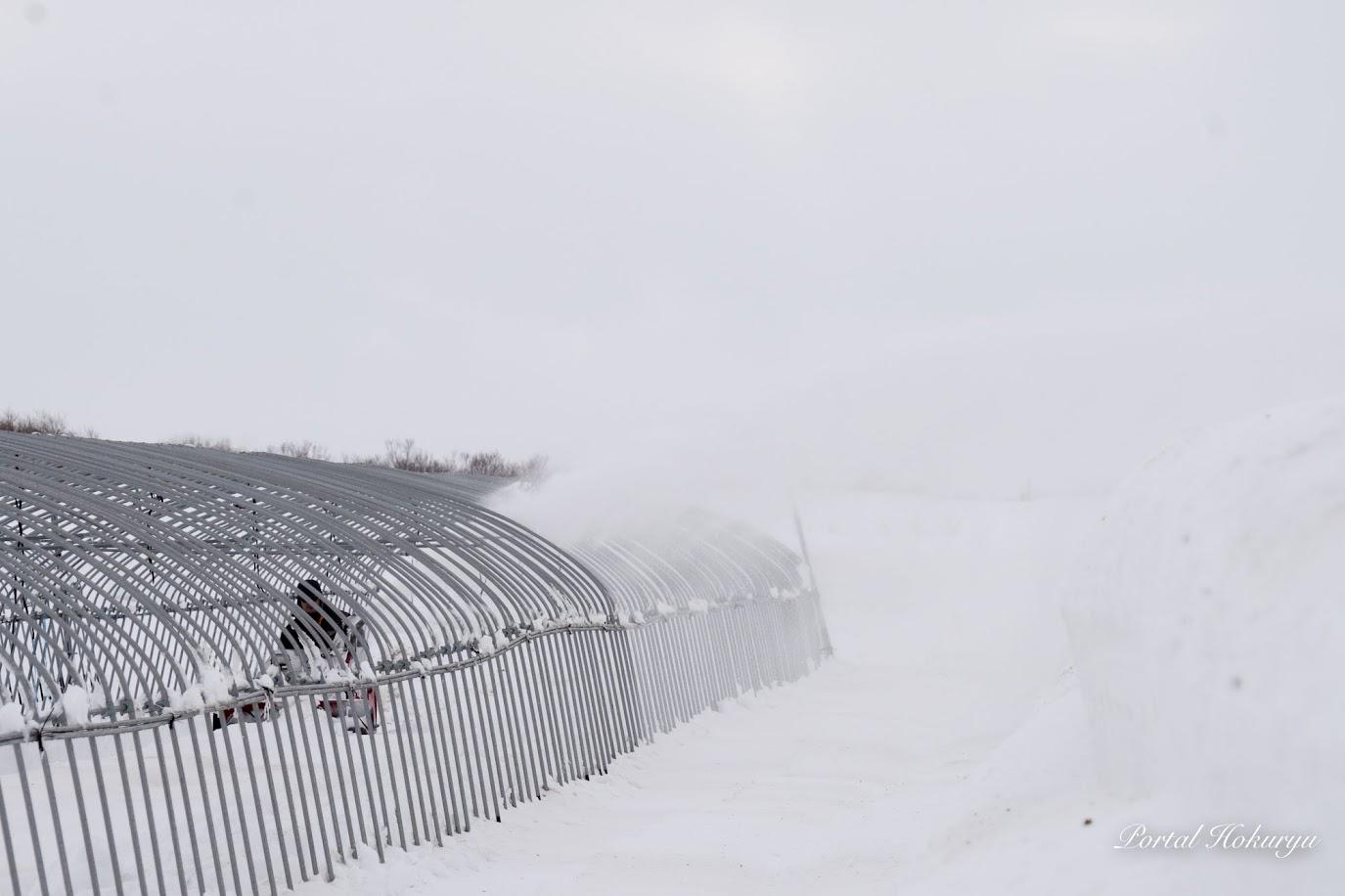 雪を跳ね飛ばします