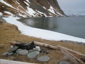 Photo: Ved hytta i Duksfjorden.