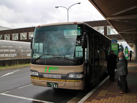 弘南バス「青森空港連絡バス」 ・382 青森空港にて_03