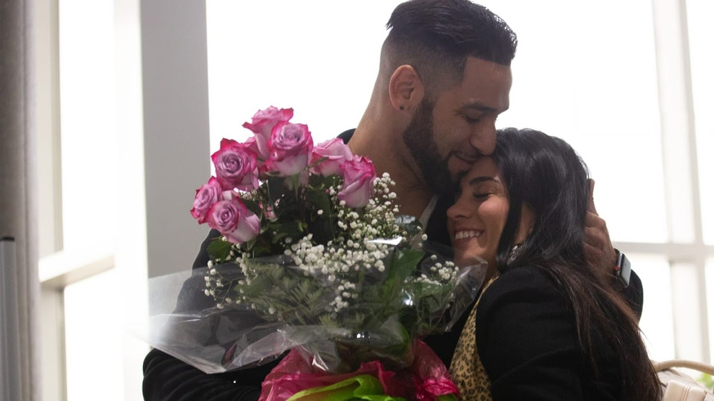 Watch 90 Day Fiancé: Just Landed live