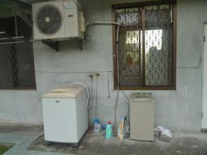 Photo: 洗衣、脫水機,以及晾衣處