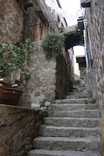 Photo: Sartène, construite sur d'énormes blocs rocheux,