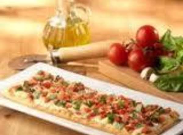 Italian Caprese Flatbread Recipe