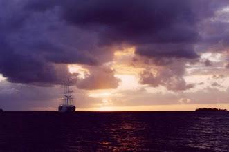 Photo: Coucher de soleil sur le Club Med 2 à Bora Bora en Polynésie Française