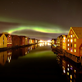 Nothern lights from Trondheim by Roald Heirsaunet - Landscapes Starscapes