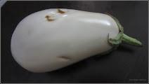Photo: Vânăta alba (Solanum melongena) - din Piata Agroalimentara din Mr.3 - 2017.08.15 Album diverse  http://ana-maria-catalina.blogspot.ro/2017/05/plante-diverse-din-comert.html