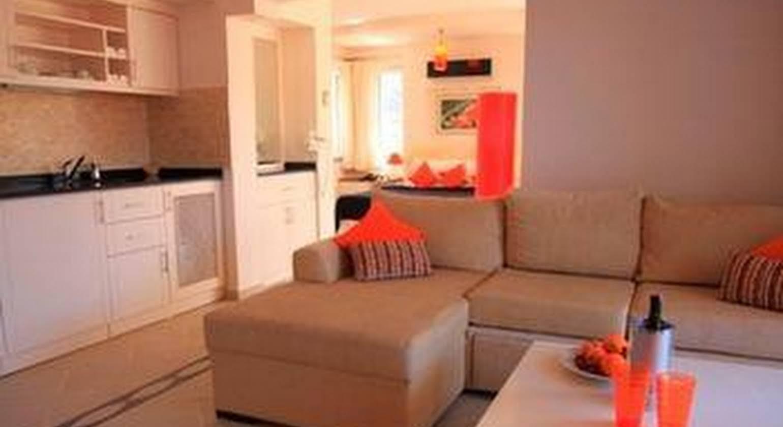 Nicholas Heights Deluxe Suite Hotel