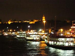 Photo: Les multiples bateaux pour rejoindre la rive asiatique.