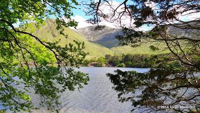 Photo: Näkymä vuorille Kylemoren luostarin rannalta.