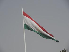 Photo: Stožár vlajky dosahuje výšky 165 m, čímž Dušanbe v roce 2011 odsunulo ázerbájdžánský stožár (162 m) na druhé místo.