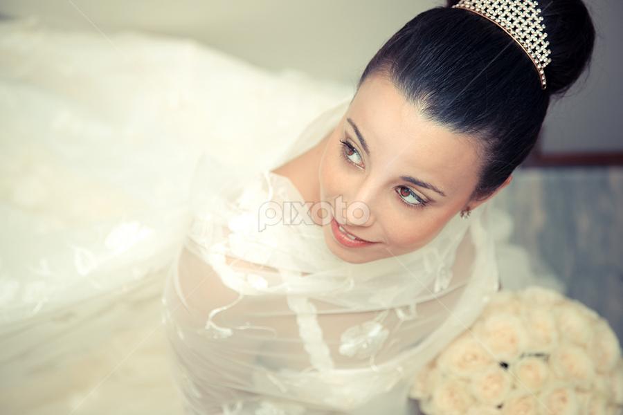Look back by Valter Antunes - Wedding Bride ( noiva, noivos, dress, wedding, casamento, trash, the, bride, groom )