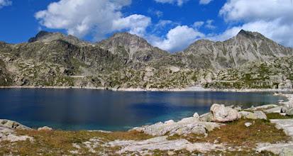 Photo: Vall Fosca:  panorama de l'estany Colomina amb el Peguera al fons